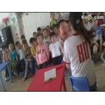 济南高新育兴幼儿园的老师殴打孩子 孩子真的好可怜