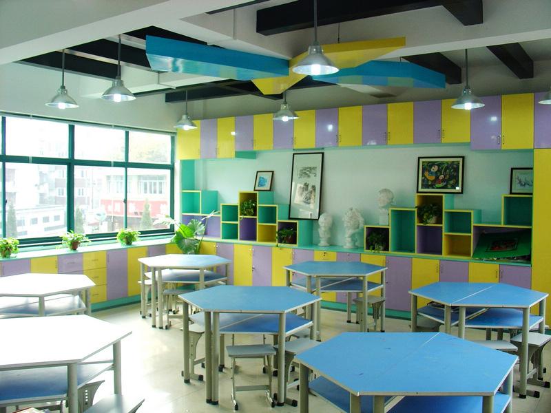 杭州市江心岛小学美术教室图片