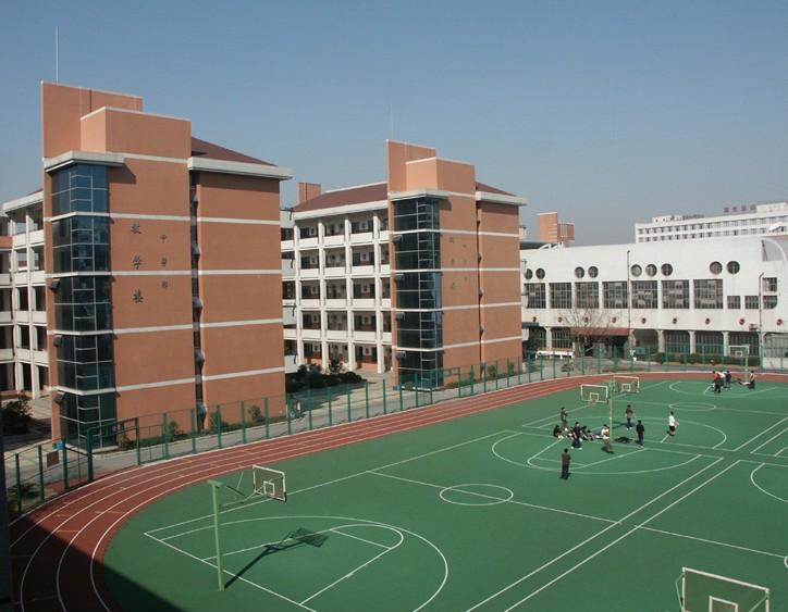 彩铅校园运动场风景步骤