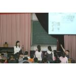 合肥瑶海实验小学把小孩安排在黑暗的教室上课