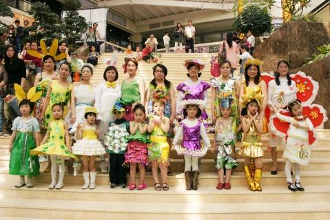 手工制作幼儿园亲子服装秀