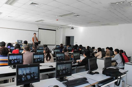 百家湖教室.jpg